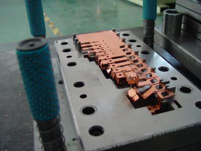 连续精密冲压模具表层纳米涂层的作用 第1张