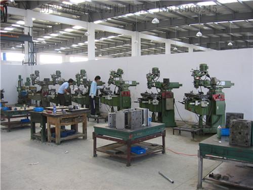 郑州注塑模具厂是有哪些人员来组成的? 第1张